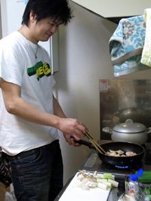 比内地鶏マイスターを目指す店長の日本一の比内地鶏ブログ-店長 料理中